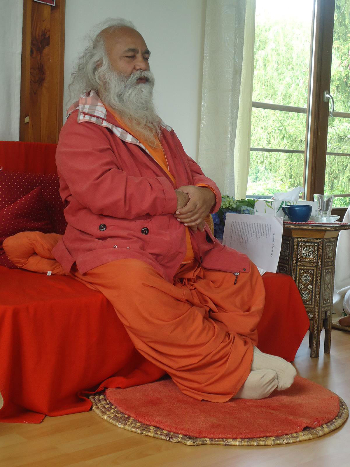 2-swamiji-paris