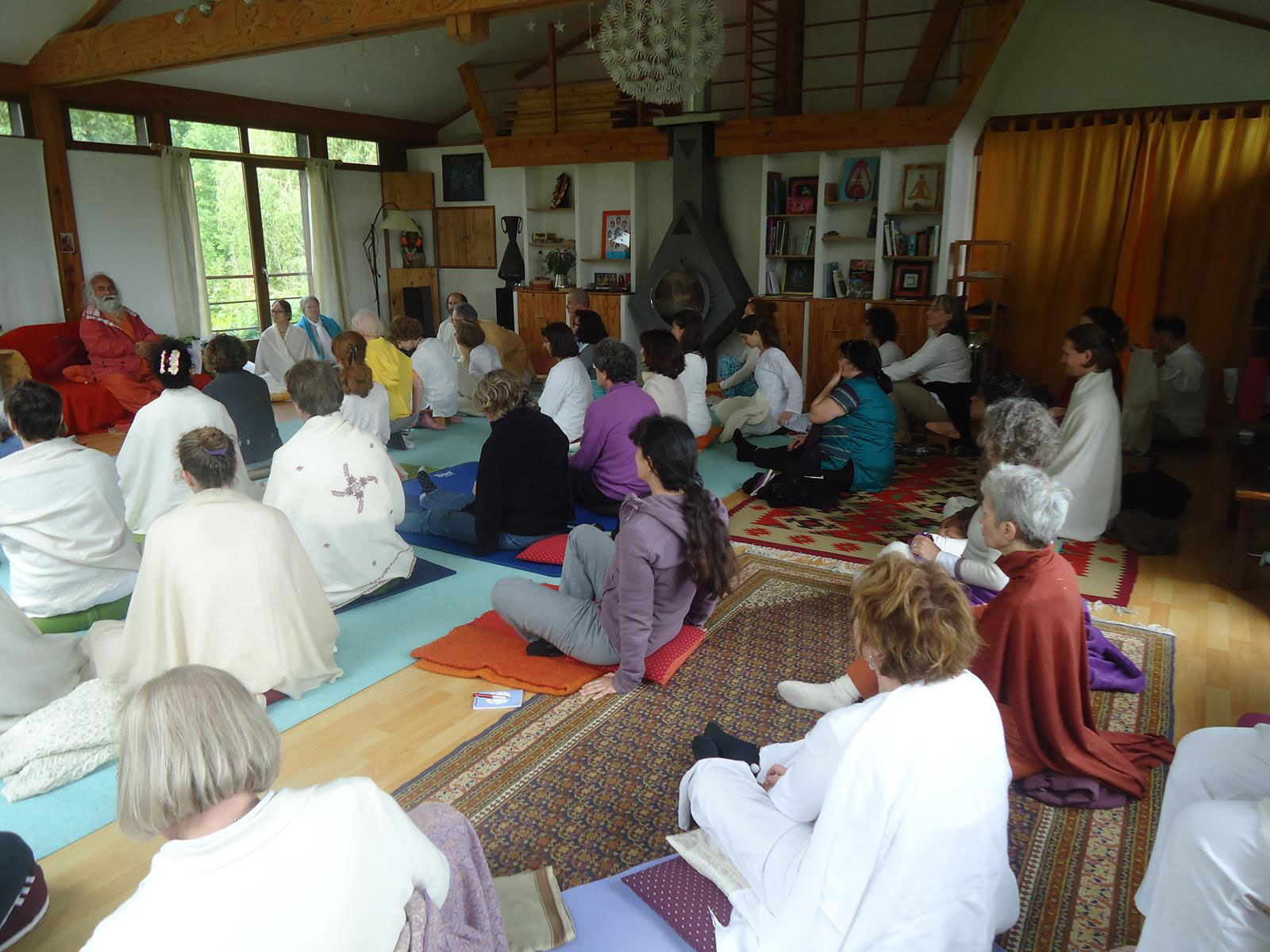 4-swamiji-paris-teaching